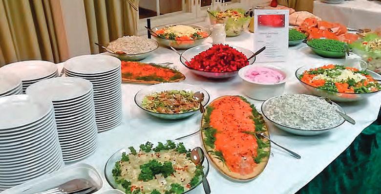Ravintolapalveluiden kuva noutopöydästä
